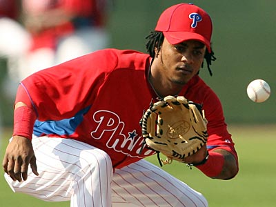 Phillies´ prospect Michael Martinez fields the ball at Bright House Field. (Yong Kim/Staff Photographer)