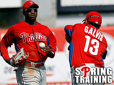 Phillies´ Freddy Galvis tries to catch the baseball as teammate Domonic Brown watches. (Yong Kim/Staff Photographer)
