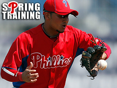 Phillies´ Freddy Galvis catches a third-inning ground ball. (Yong Kim/Staff Photographer)