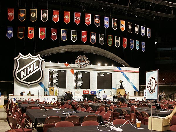 Crews work on the final preparations on Friday, June 23, 2006 for the 2006 NHL Entry Draft which takes place in Vancouver, Canada on Saturday. (AP Photo/Richard Lam, CP)