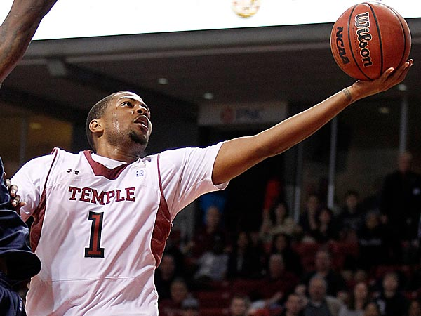 Temple&acute;s Khalif Wyatt attempts to lay-up the basketball against<br />Detroit&acute;s Doug Anderson during the second half on Thursday, February<br />28, 2013.  ( Yong Kim / Staff Photographer )