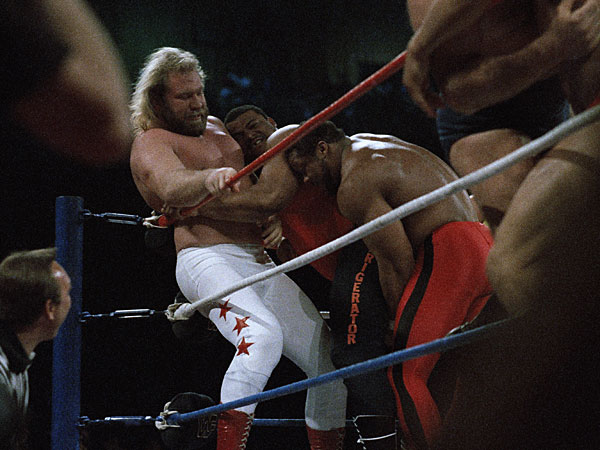 "The Bears´ William ""Refrigerator"" Perry is sandwiched between Big John Studd, left and an unidentified wrestler during a Wrestlemania II Battle Royal bout on April 8, 1986 in Rosemont, Illiniois. (Charlie Bennett/AP file)"