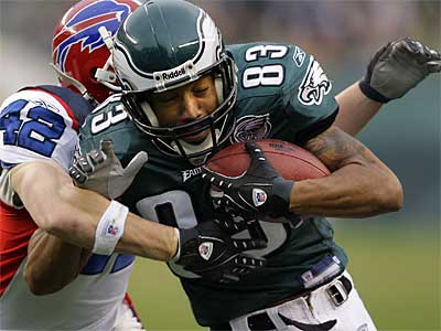 The Eagles have traded wide receiver Greg Lewis (83) to the Patriots. (File photo)