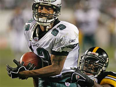 The Eagles have traded wide receiver Greg Lewis to the Patriots. (File photo)