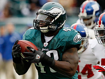 The Eagles have made Leonard Weaver the highest-paid fullback in NFL history. (Michael S. Wirtz / Staff Photographer)