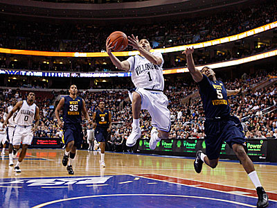 Villanova´s Scottie Reynolds goes up for a shot against West Virginia. ( Ron Cortes / Staff Photographer )