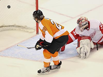 Claude Giroux scored the second goal for the Flyers in their win over the Red Wings. (Steven M. Falk/Staff Photographer)