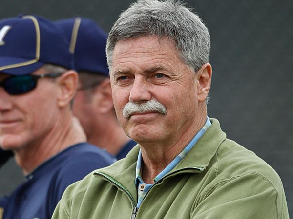 Milwaukee Brewers´ general manager Doug Melvin, right, and manager Ron Roenicke watch some players during a spring training baseball workout Friday, Feb. 18, 2011, in Phoenix. (AP Photo/Morry Gash)