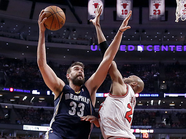 Grizzlies center Marc Gasol (33) shoots over Chicago Bulls´ Taj Gibson (22) during the second half of an NBA basketball game on Friday, March 7, 2014, in Chicago. The Grizzlies won 85-77. (Charles Rex Arbogast/AP)