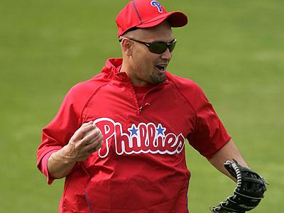Phillies center fielder Shane Victorino won his third consecutive Gold Glove award.  (David Swanson/Staff file photo)