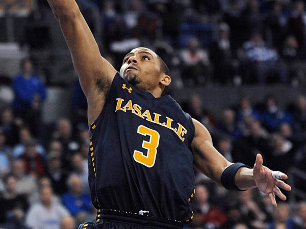 La Salle&acute;s Tyreek Duren (3) shoots over Saint Louis&acute; Kwamain Mitchell,<br />right, in the second half of an NCAA college basketball game Saturday,<br />March 9, 2013, in St. Louis. Saint Louis won 78-54. (AP Photo/Bill<br />Boyce)