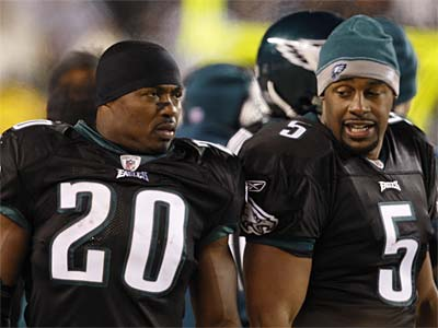 Donovan McNabb and Brian Dawkins spent 10 seasons as Eagles teammates. (David Maialetti / Staff Photographer)<br />