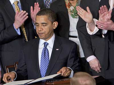 President Barack Obama is applauded by members of Congress, and others, after signing an Executive Order on stem cell research in Washington on Monday.   (Ron Edmonds/Associated Press)