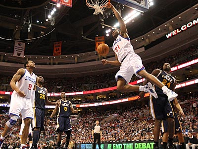 Sixers forward Thaddeus Young slams down a dunk in the first half against the Jazz. (Ron Cortes/Staff Photographer)