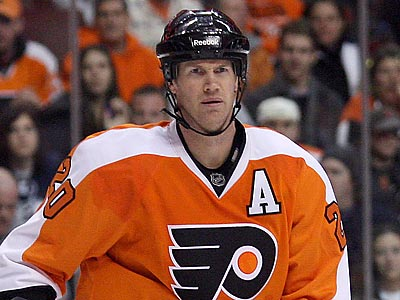 Chris Pronger will have surgery on his hand and will likely miss 3-4 weeks.  (Yong Kim/Staff Photographer)