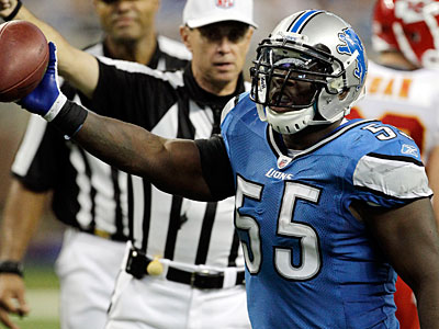 Lions linebacker Stephen Tulloch has not signed with a team yet. (Carlos Osorio/AP)