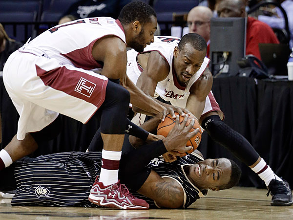 Central Florida guard Isaiah Sykes, bottom battles with Temple´s Josh Brown (1) and Will Cummings, top right, for the ball in the first half of an NCAA college basketball game at the American Athletic Conference men´s tournament Wednesday, March 12, 2014, in Memphis, Tenn. (Mark Humphrey/AP)
