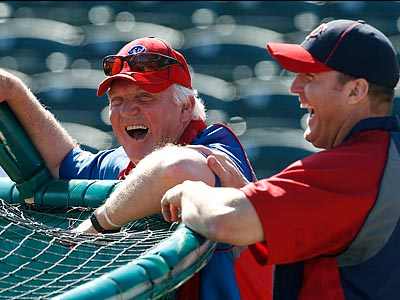 Charlie Manuel and Jim Thome maintain a close relationship from their time in Cleveland together. (Charles Krupa/AP)