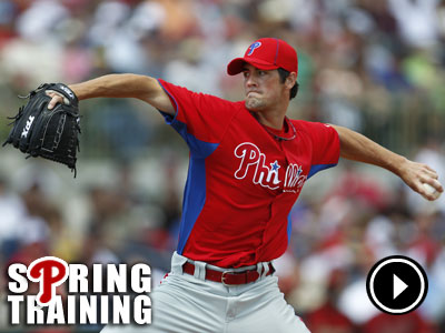 Cole Hamels throws during the 1st inning as the Phillies play the Houston Astros. (David Maialetti  / Staff Photographer)