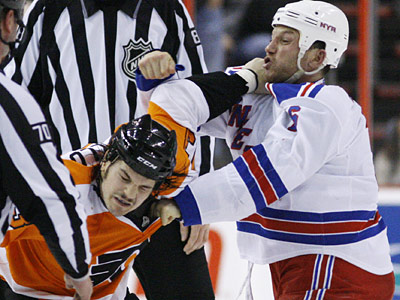 Rangers´ Sean Avery, right, fights with Flyers´ Daniel Carcillo on Jan. 21, 2010 in Philadelphia. (AP Photo/Matt Slocum)