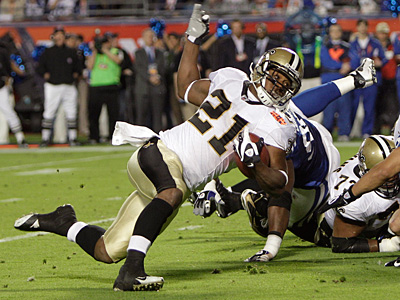 Saints running back Mike Bell (21) runs for no gain against the Colts during the Super Bowl. (AP Photo/Matt Slocum)