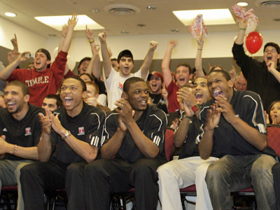 Temple men´s basketball team members and supporters rejoice after learning the Owls will play Arizona State in the first round of the NCAA basketball tournament on Sunday. (Yong Kim / Staff Photographer)