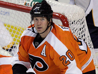 Chris Pronger had surgery on a small fracture in his right hand on Tuesday in Cleveland. (Yong Kim/Staff file photo)