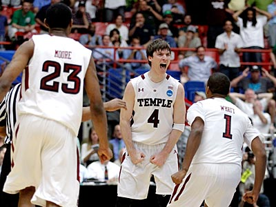 Temple players react after Juan Fernandez (4) hit the game-winning shot. (Chris Carlson/AP Photo)