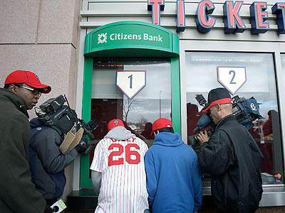 The struggling economy has affected local sports fans´ spending, although Phillies tickets remain a hot commodity across the region. (David Maialetti/Staff file photo)