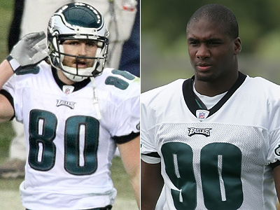 The Eagles have cut WR Kevin Curtis and right lineman Darren Howard. (File Photo)