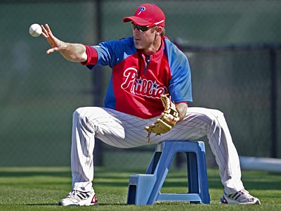 "Chase Utley has progressed to fielding ""light ground balls"" as his right knee heals. (David M Warren/Staff Photographer)"