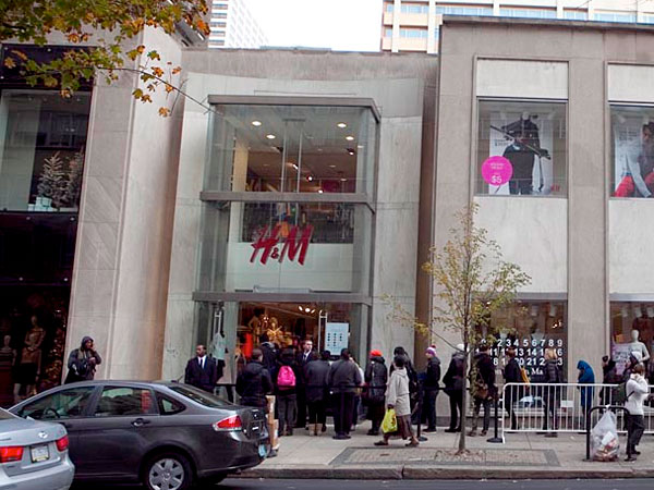 The H&M at 18th and Walnut streets. (Hillary Petrozziello/Philly.com)