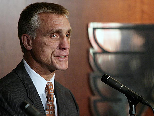 Flyers general manager Paul Holmgren, who has been criticized for the team´s tumble, is not in danger of losing his job, according to a source. (Jori Klein/Staff file photo)