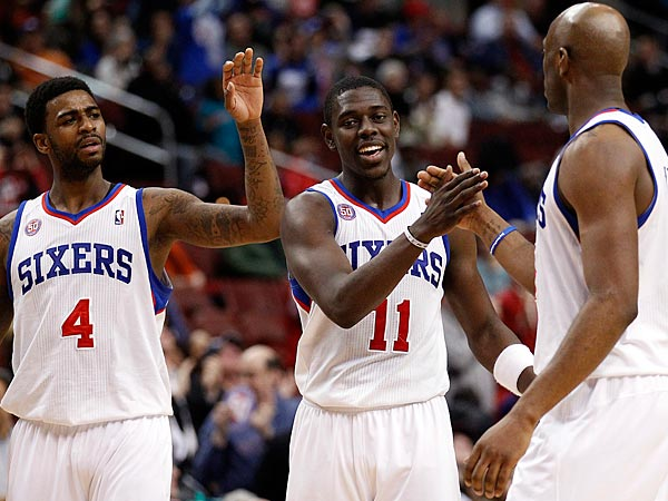The Sixers´ Jrue Holiday (center), Damien Wilkins (right) and Dorell Wright (left). (Yong Kim/Staff Photographer)