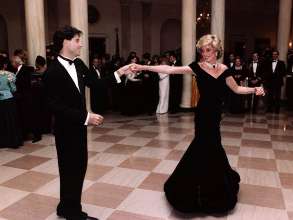 In this Nov. 9, 1985 photo provided by the Ronald Reagan Library, actor John Travolta dances with Princess Diana at a White House dinner.  (AP Photo/Ronald Reagan Library)