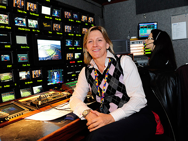 Suzanne Smith has worked on CBS´ college football and NFL broadcasts for 30 years. (Photo courtesy of CBS)