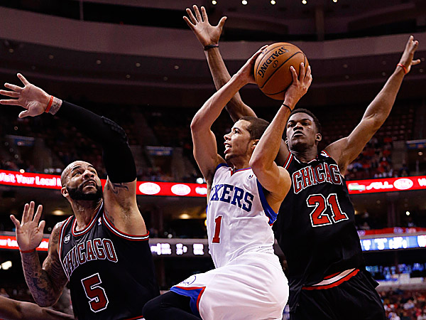 The 76ers´ Michael Carter-Williams goes up for a shot against the Bulls´ Carlos Boozer and Jimmy Butler. (Matt Slocum/AP)