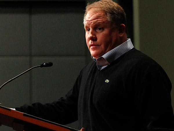 Eagles&acute; head coach Chip Kelly fields questions as the Eagles introduce<br />the new members of their coaching staff at the NovaCare Complex in<br />Philadelphia, Pa. on February 11, 2013.  (AP Photo/Philadelphia Daily<br />News, David Maialetti)