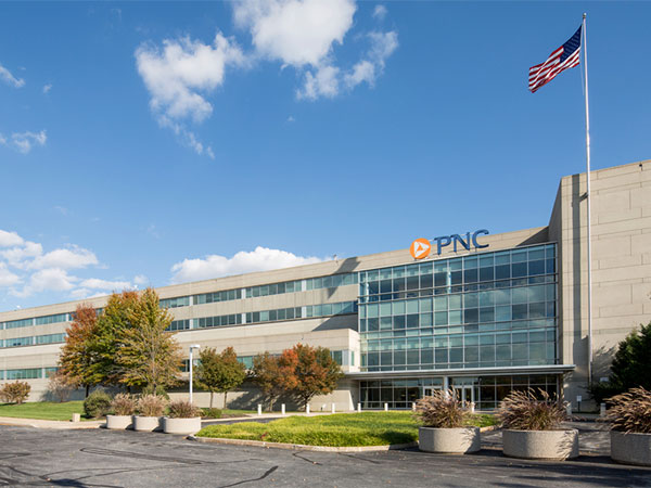 PNC Bank´s operations center at 8800 Tinicum Boulevard, near I-95 and the airport, was sold for $74.7 million to Cole Real Estate Investments, of Phoenix, Ariz. (Photo from cbremarketplace.com)