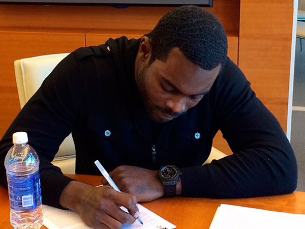 Vick signs with the Jets