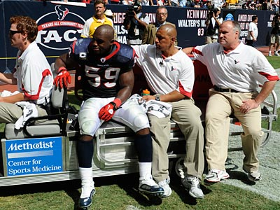 Linebacker DeMeco Ryans suffered a torn Achilles´ tendon in 2010. (Dave Einsel/AP)
