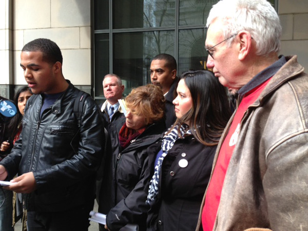 The 19 people arrested for protesting school closings on March 7 speak after their court appearance.  L-R: district graduate Azeem Hill, national teachers´ union president Randi Weingarten, Juntos director Erika Almiron and retired teacher Ron Whitehorne.  (Kristen Graham/staff)