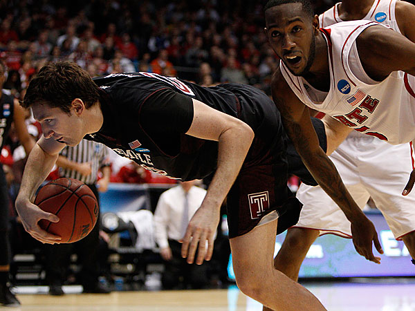 Temple´s Jake O´Brien, left, is knocked out of bounds by NC State´s C.J. Leslie.  (David Maialetti/Staff Photographer)