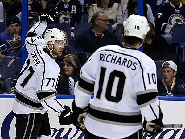 The Kings´ Jeff Carter and Mike Richards. (Jeff Roberson/AP)