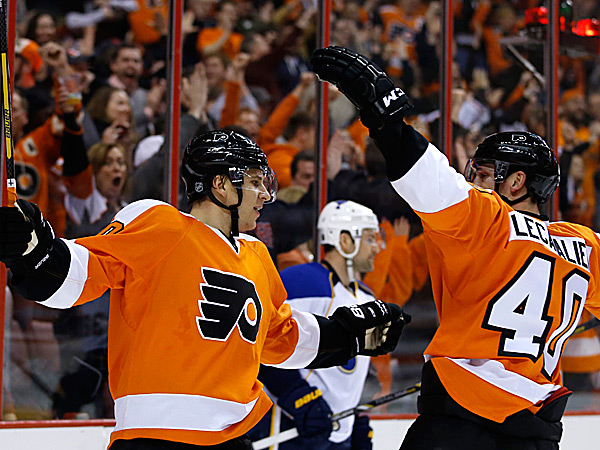 The Flyers´ Brayden Schenn and Vincent Lecavalier. (Matt Slocum/AP)