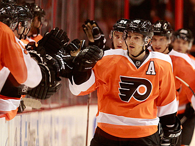 Danny Briere was injured in a collision with Pittsburgh´s Joe Vitale in the Flyers´ 6-4 win on Sunday. (Ron Cortes/Staff Photographer)