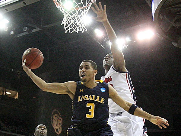 La Salle´s Tyreek Duren drives in front of Ole Miss´s Reginald Buckner. (Ron Cortes/Staff Photographer)