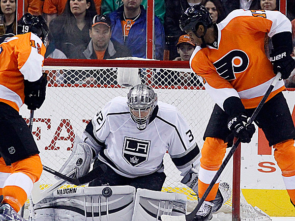 The Kings´ Jonathan Quick blocks a shot as the Flyers´ Scott Hartnell and Wayne Simmonds stand near during the first period. (Matt Slocum/AP)