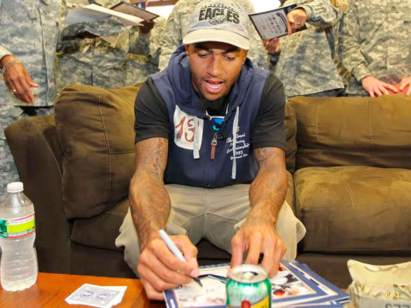 DeSean Jackson signs autographs for a group of soldiers at Fort Dix in September 2012. Jackson was on the base to make a $50,000 donation to the Wounded Warrior Project. (MICHAEL BRYANT / Staff Photographer)