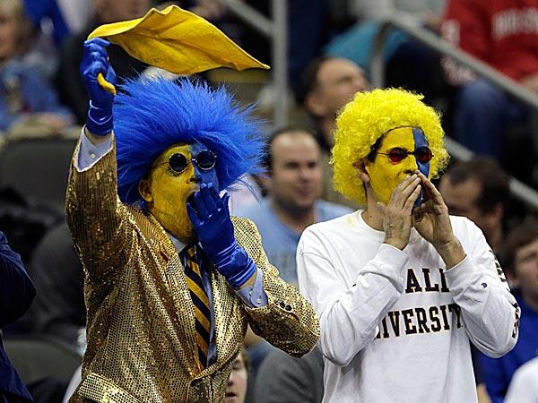 La Salle fans cheer during the first half. (Charlie Riedel/AP)